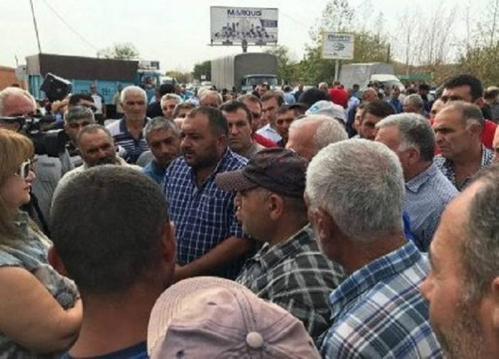 Ermənistanda sahibkarlar hökumətə etiraz edir