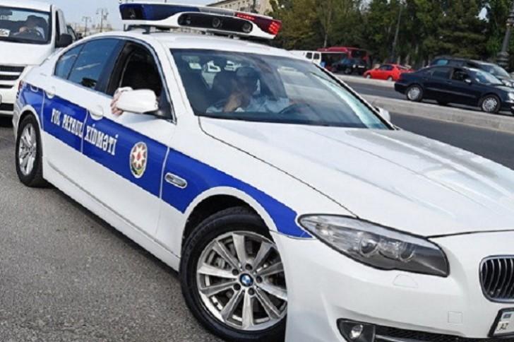 YPX maşını protiv gedir, polislər şou göstərir-