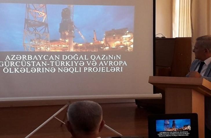"""Bilik Fondu """"Neftçilər günü"""" münasibətilə seminar keçirib"""