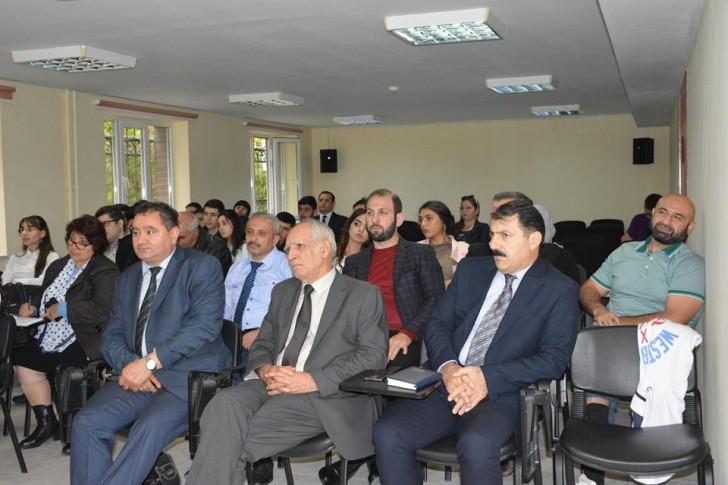 """Aİİ-də """"Bəşəri inkişafda elm və təhsilin rolu"""" mövzusunda seminar keçirilib-"""