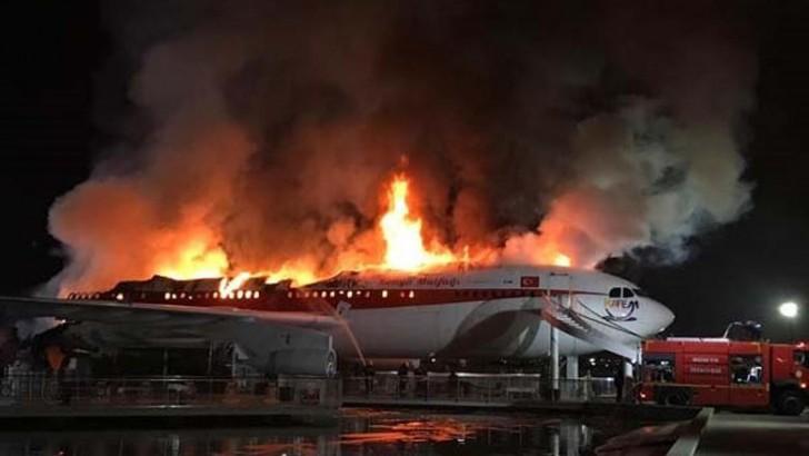 """Türkiyədə """"Airbus A300"""" təyyarəsi yanıb"""