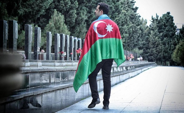Federasiya prezidenti Bayraq Günündə şəhidlərimizi yad etdi