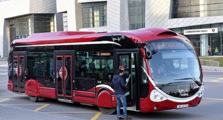 """""""Bakubus""""-ın avtobuslarında unudulan əşyalar sahibilərinə təhvil verilib-"""