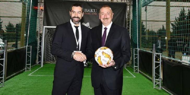 Prezident məşhur futbolçu ilə görüşüb