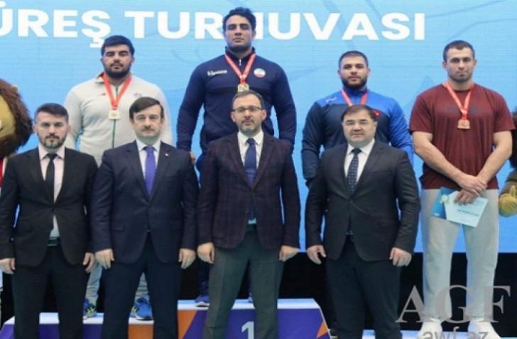 Güləşçilərimiz İstanbulda beş medal qazandılar