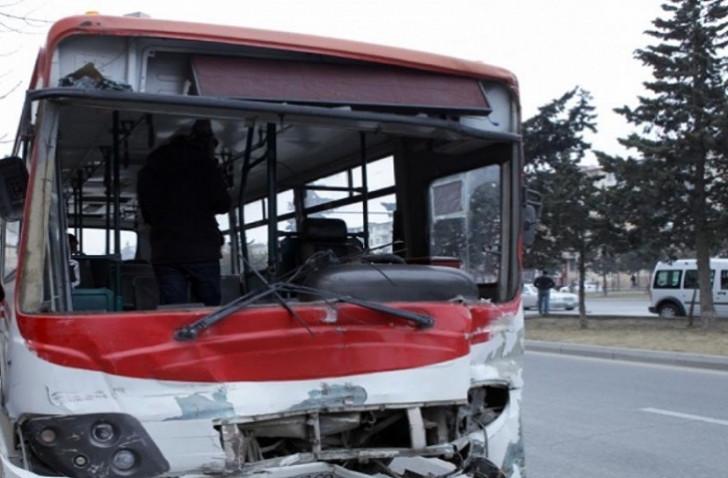 Bakıda avtobus qəzasında 10 nəfər xəsarət alıb-