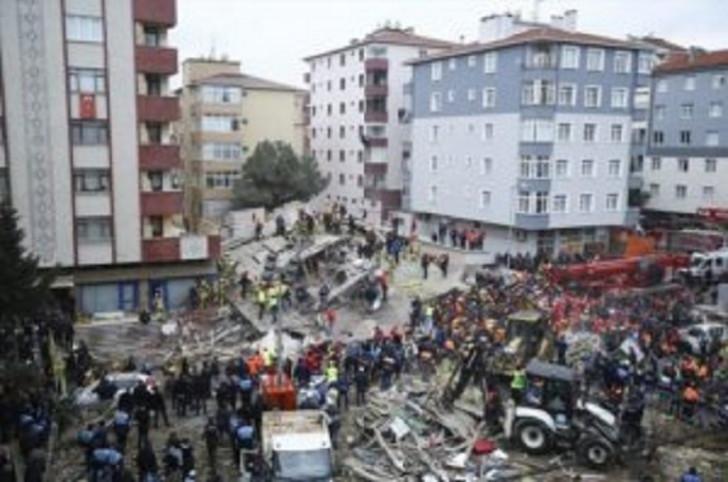İstanbulda çökən binada ölənlərin sayı 16-ya çatıb