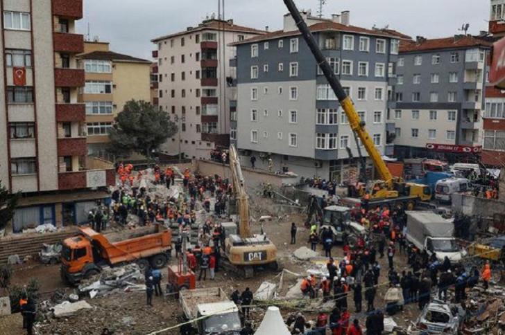 İstanbulda binanın uçması nəticəsində ölənlərin sayı 21 nəfərə çatıb