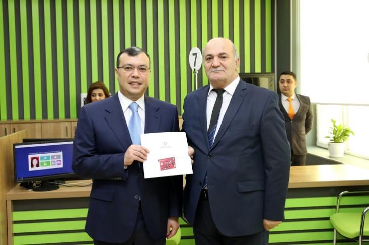 Sahil Babayev e-qaydada pensiya təyin olunmuş 5000-ci pensiyaçı ilə görüşüb