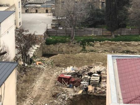 """Təhsil Nazirliyinin qarşısında ağac """"soyqırımı""""-FOTOLAR"""