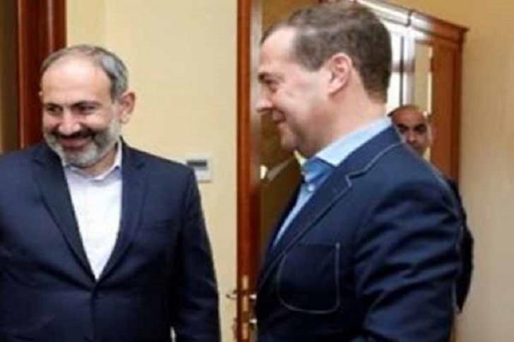 Paşinyan Medvedevi gecə klubuna apardı