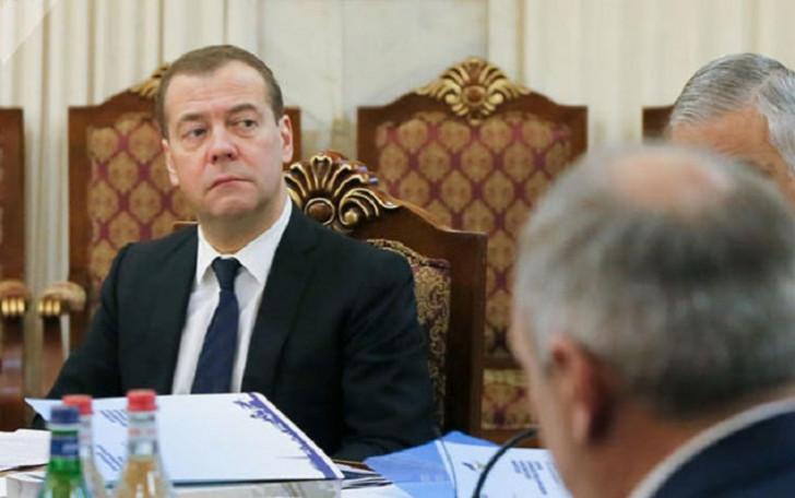 Medvedev Paşinyanı ələ saldı-