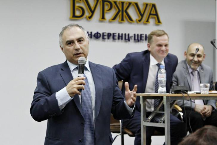 Sankt-Peterburq Dövlət Universitetinin professoru