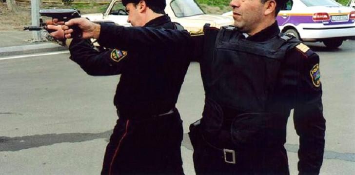 Azərbaycanda polislə silahlı atışma-
