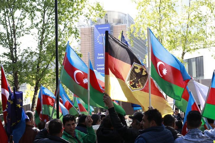 Avropa azərbaycanlıları Prezidentə dəstək aksiyası keçirib