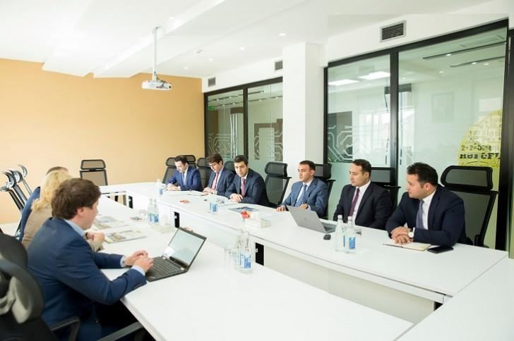 """Ülvi Mehdiyev """"SAP SE"""" şirkətinin vitse-prezidenti ilə görüşüb"""