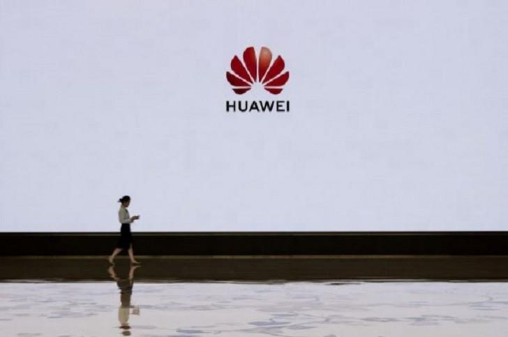 """""""Panasonic"""" """"Huawei""""yə satışları dayandırdı"""