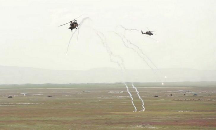 Azərbaycan helikopterləri Türkiyə səmasında-