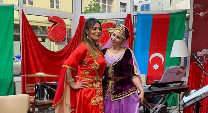 """Almaniyada """"Yaşa, yaşa, çox yaşa, ey şanlı Azərbaycan"""" sədaları ucaldıldı"""