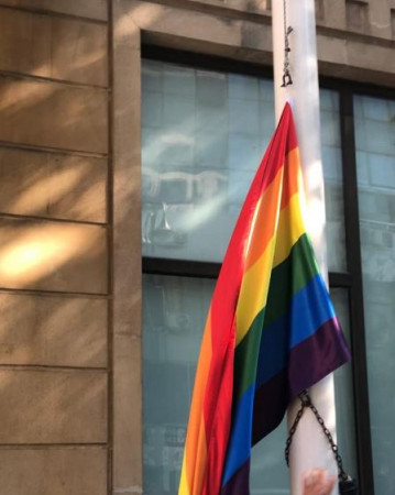 Bakıda səfirlik binasında LGBT bayrağı asıldı-