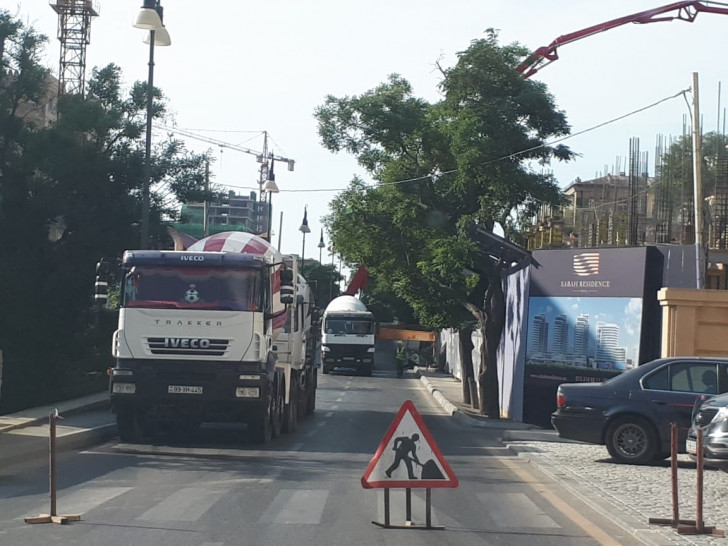 """""""Sabah residence"""" hər gün yol kəsib sürücülərə zülm edir -"""