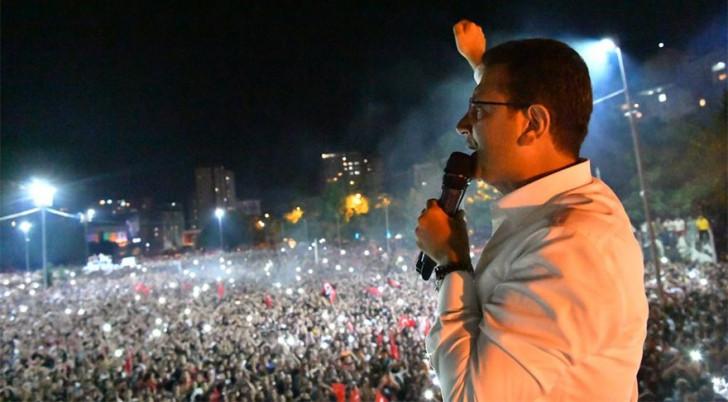 İstanbul İmamoğlunun qələbəsini bayram etdi -