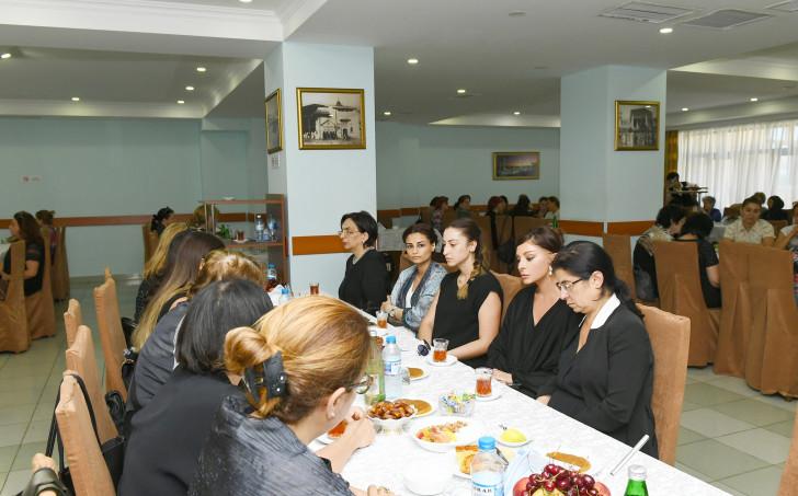 Mehriban Əliyeva Şirməmməd Hüseynovun yas mərasimində iştirak edib -