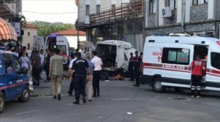 Türkiyədə qanunsuz qaçqınları daşıyan yük maşını qəzaya uğradı