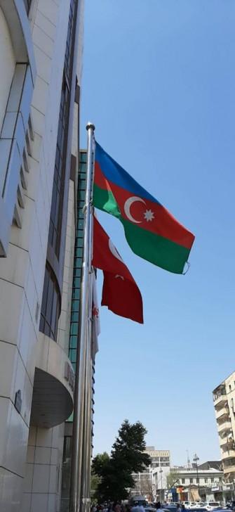 Məşhur klinikadan Azərbaycan bayrağına hörmətsizlik -