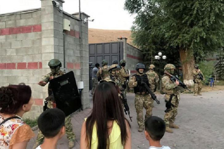 Atambayevin iqamətgahı xüsusi təyinatlılarla döyüşdən sonra -