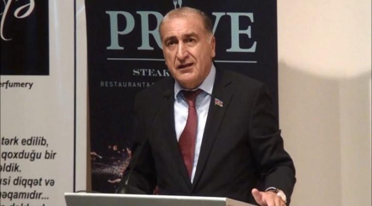 ŞOK İDDİA:deputat Vergilər Nazirliyinin əməkdaşlarını döydürüb -