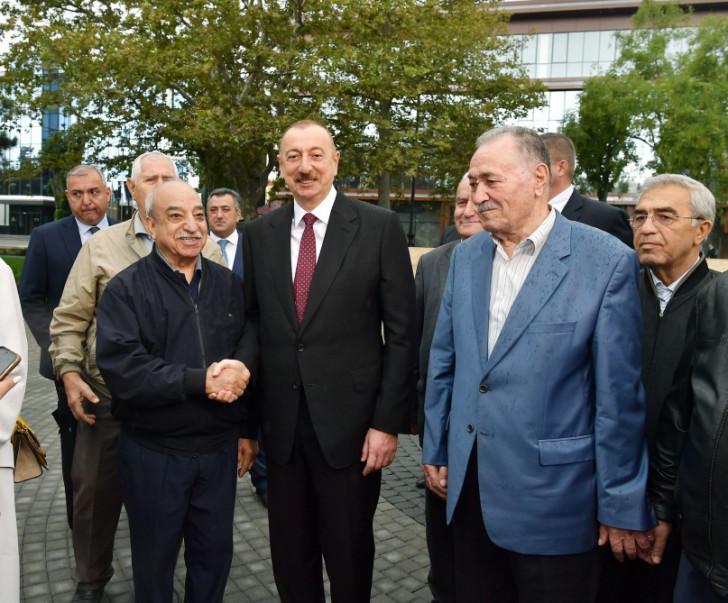 Prezident və xanımı Atatürk parkının açılışında -